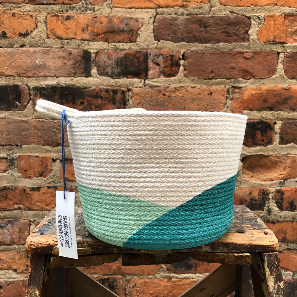 "7"" Closed Mondays Basket in Teal"