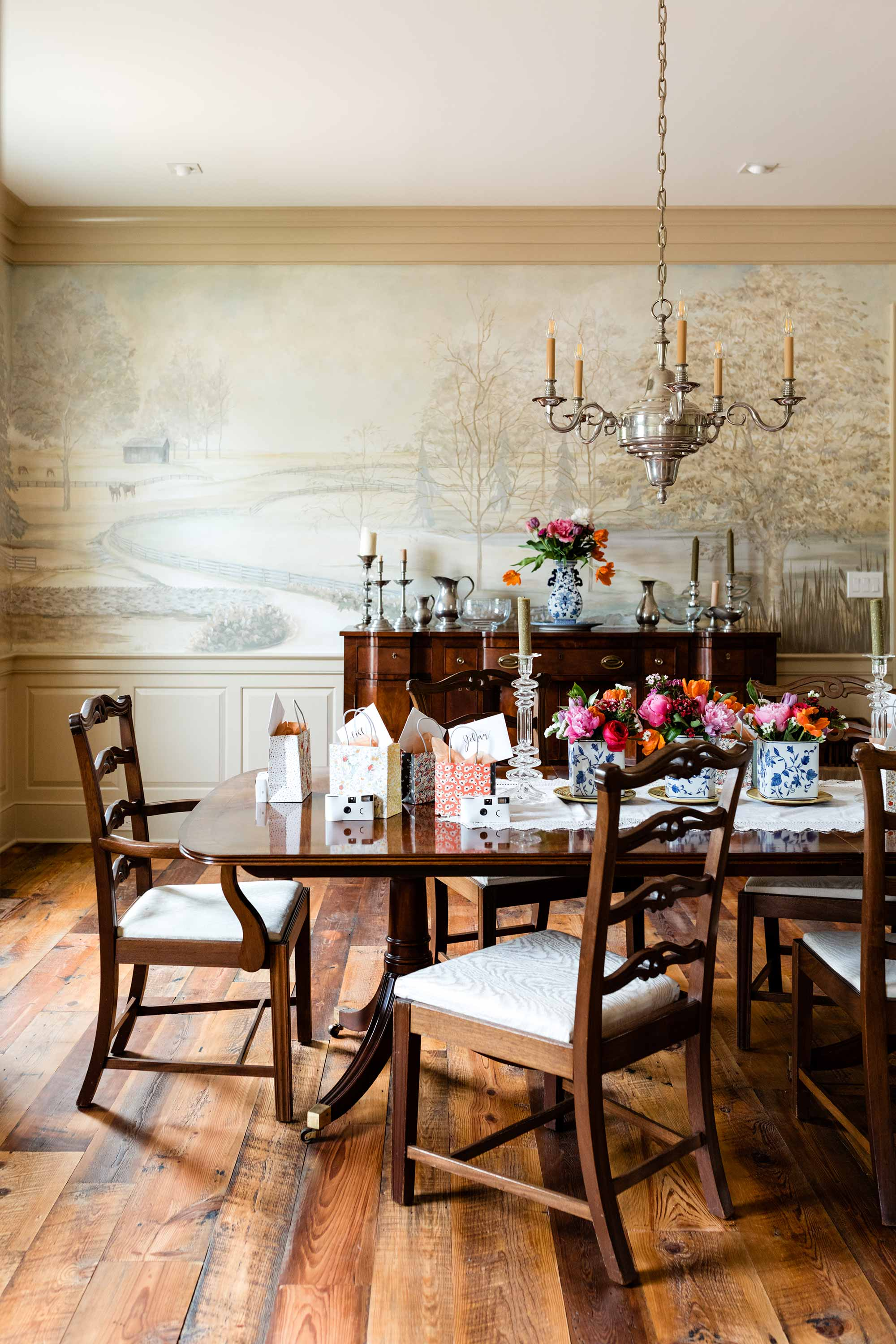 Lexington, Kentucky Dining Room Pastoral Wallpaper