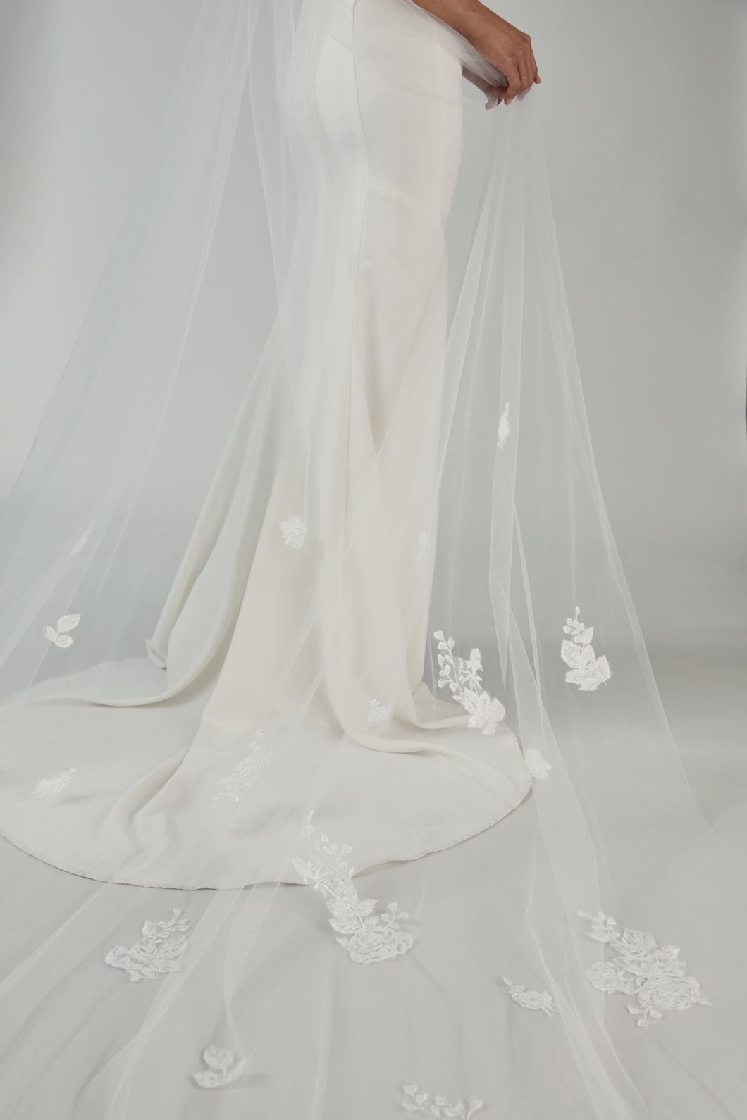 R255U - Cathedral length veil with shimmer lace