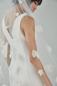 V217 - Elbow length veil with petals