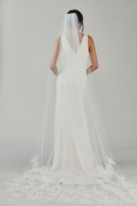 R325V - Cathedral length veil with Chantilly lace