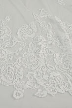 Load image into Gallery viewer, R292U - Cathedral length veil with Chantilly petals