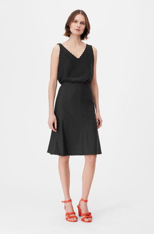 Tailored Clean Suiting Skirt in Black