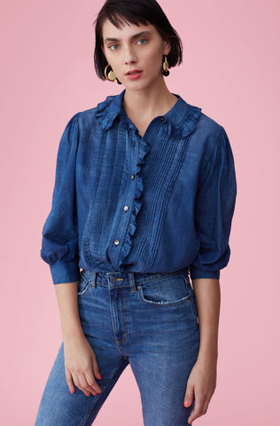 La Vie Tissue Denim Top in Giverny Wash