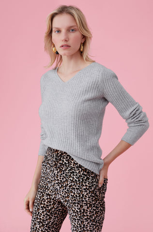 Cashmere V-Neck Pullover in Heather Grey