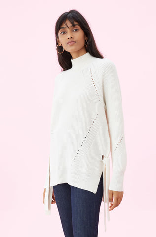 Angled Rib Turtleneck Pullover in Cream