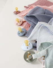 BIBS pacifier clip and baby comforter 2 in 1