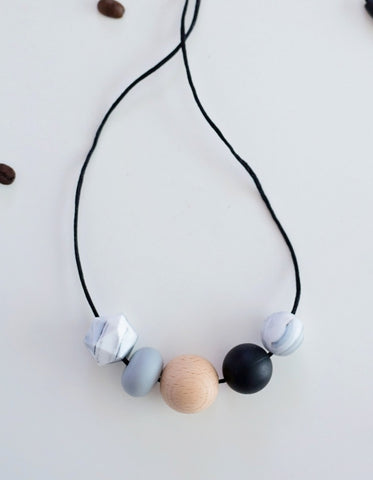 minimalistic teething and breastfeeding necklace for babies