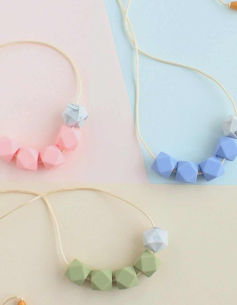 teething and breastfeeding necklace for mothers