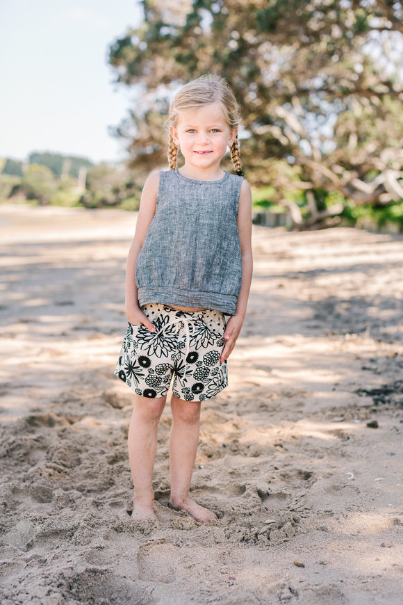 Harper Shorts Black on natural Floral