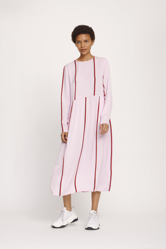 Relaxed-fit pink dress