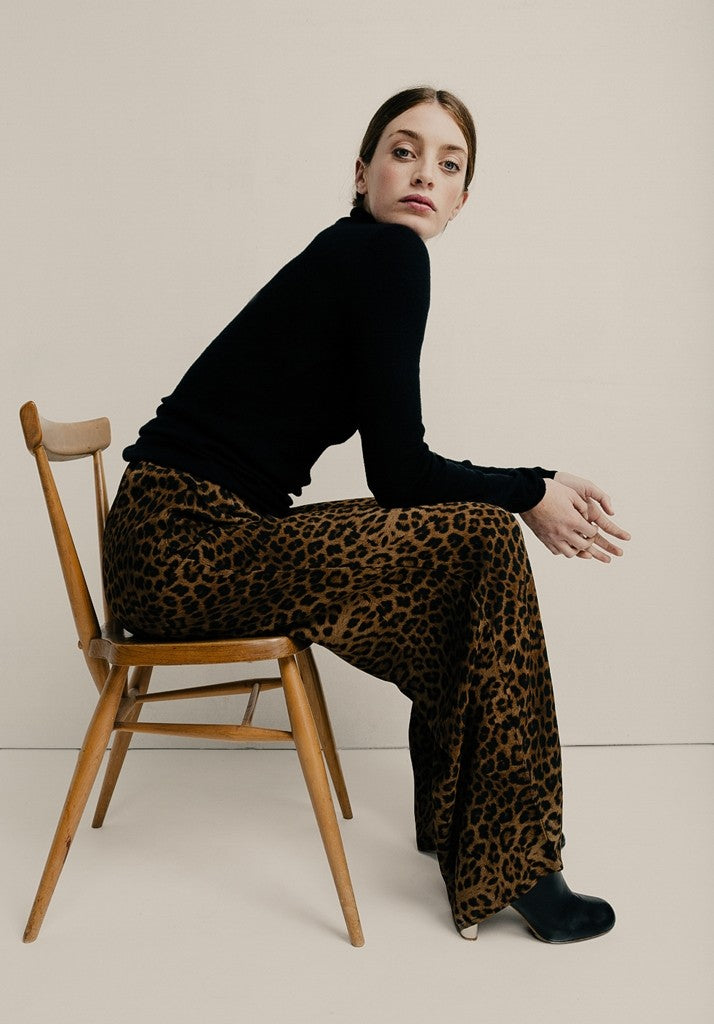 Wide-leg leopard print trousers