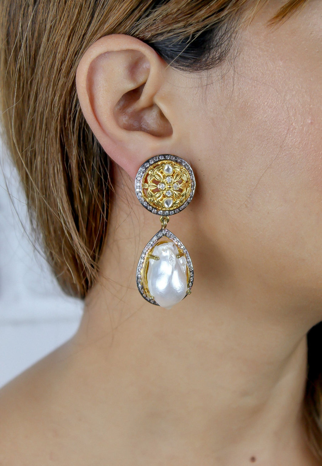 Lomana Earrings with Baroque Pearl