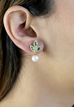 Load image into Gallery viewer, Golden Little flower Earrings