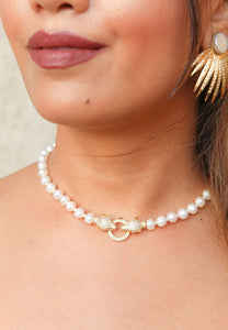 Distant Romance Necklace with Pearls