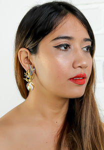 Gazing Pearl Earrings