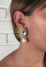 Laden und Abspielen von Videos im Galerie-Viewer Golden Sun Eclipse Earrings