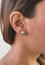 Laai en speel video in Gallery Viewer, Shadow Silver Earrings