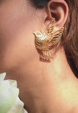 Laai en speel video in Gallery Viewer, Queen of the Sky Earrings