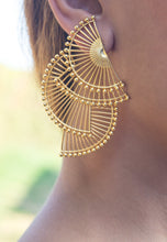 Load image into Gallery viewer, Tri-abanicho Golden Earrings
