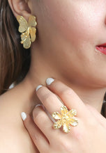 Load image into Gallery viewer, Golden Petal Earrings