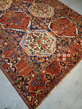 Load image into Gallery viewer, Best Bakhtiari Rugs