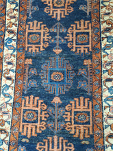 Load image into Gallery viewer, corner section close up showing the short fringe and border of the Hamadan rug runner