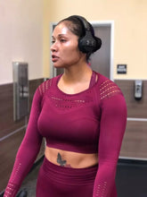 Load image into Gallery viewer, Knit seamless gym crop top - Dcoup.com