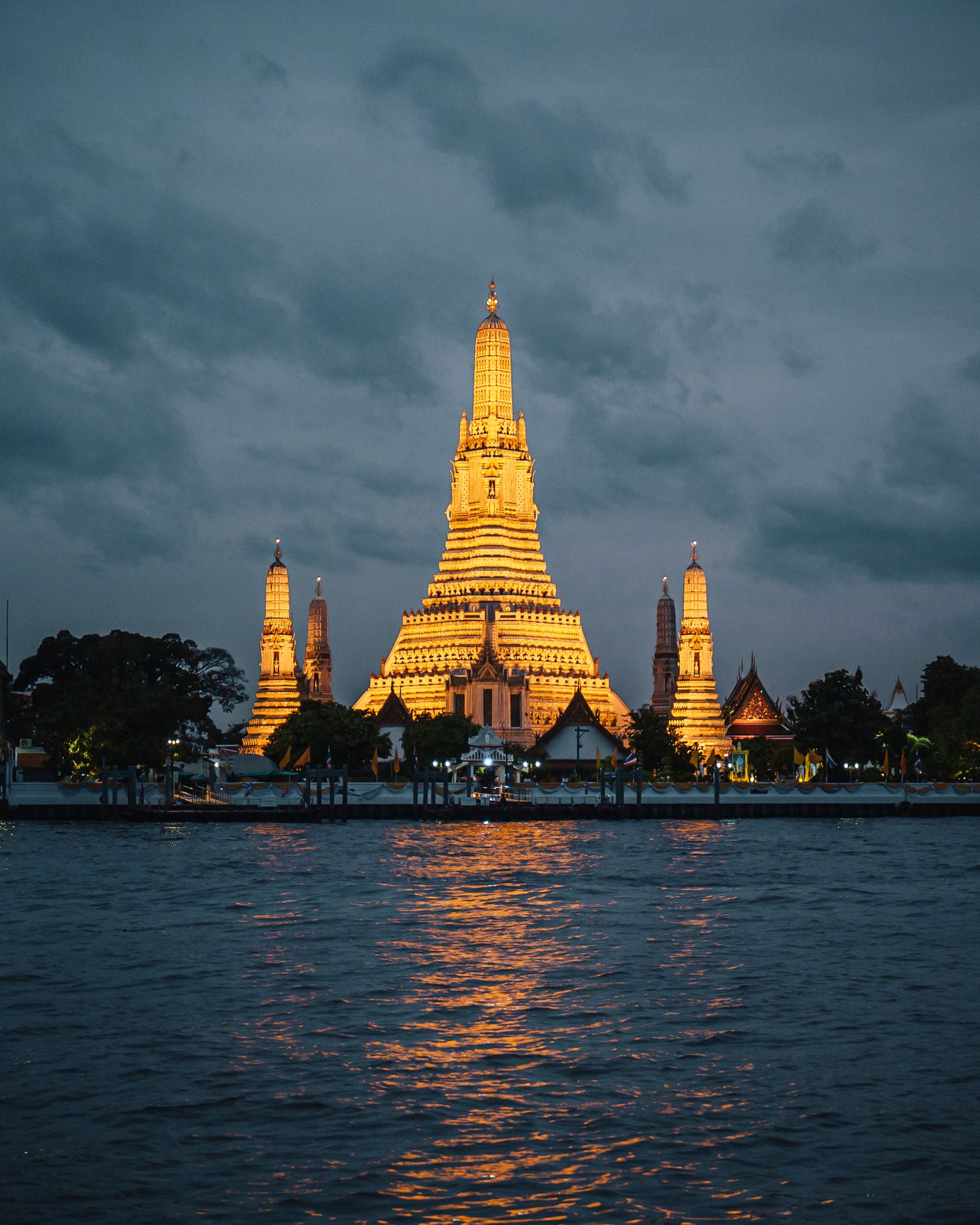 Wat Arun Temple by night, Bangkok, Thailand.