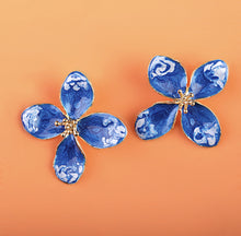 Load image into Gallery viewer, Blue & White Flower Earrings