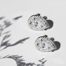 Load image into Gallery viewer, Swarovski Rain Drop Earrings