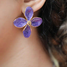 Load image into Gallery viewer, Purple Flower Earrings
