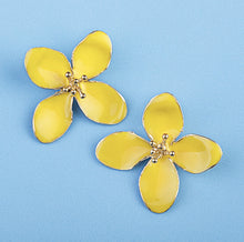 Load image into Gallery viewer, Yellow Flower Earrings
