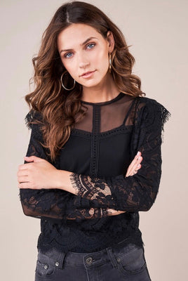 CHIC AMBITION LACE TOP