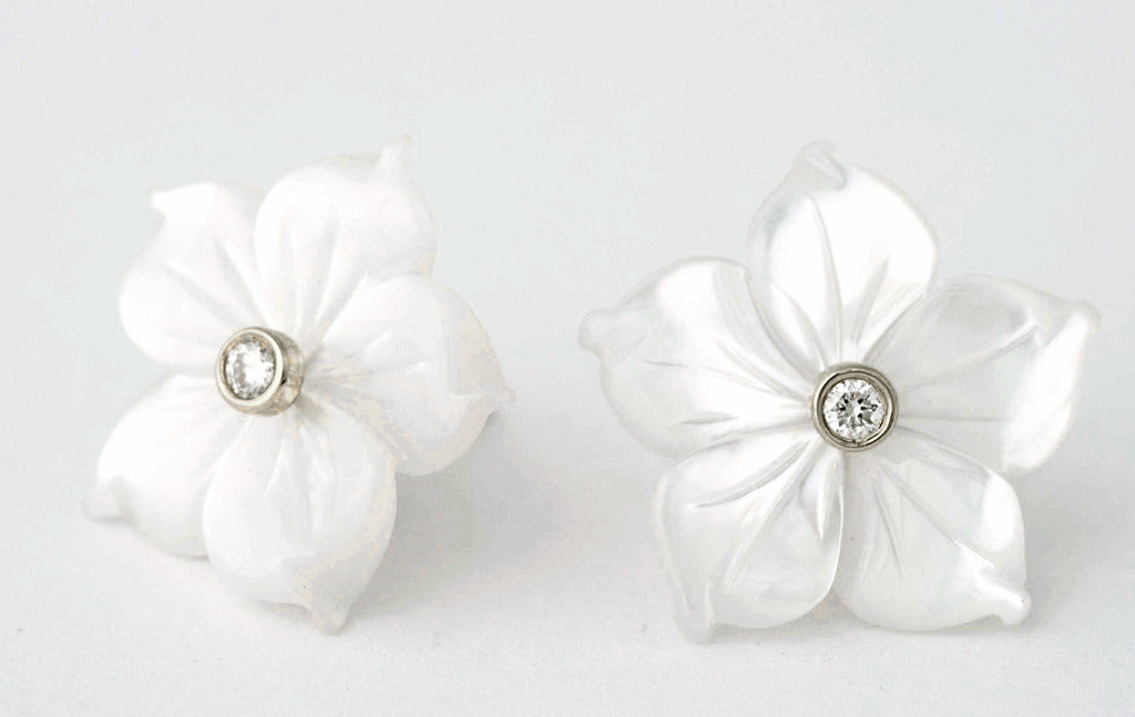 White Mother of pearl Flower earrings