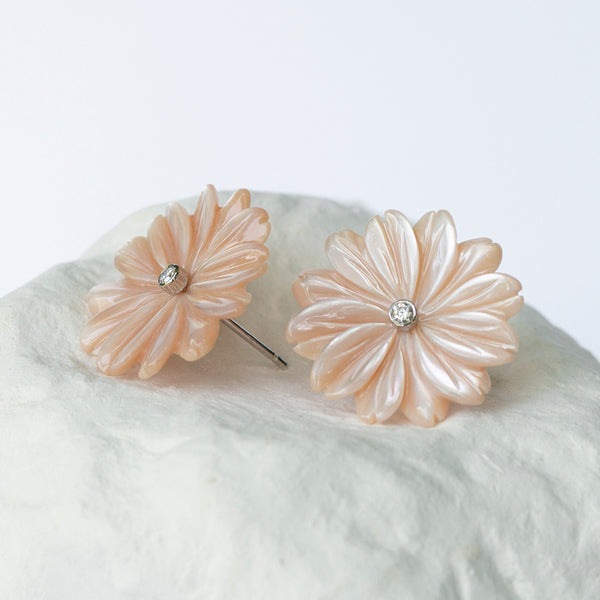 Blush pink Daisy Flower earrings large