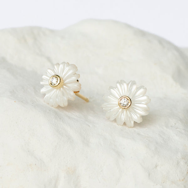 Daisy earstuds white mother of pearl MOP