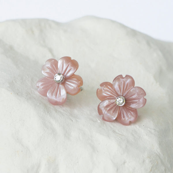 Flower earrings natural pink shell whitegold and diamonds
