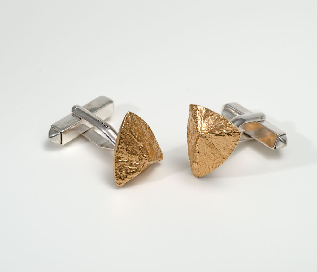 Triangular cufflinks, textured, goldplated, coconut shell design