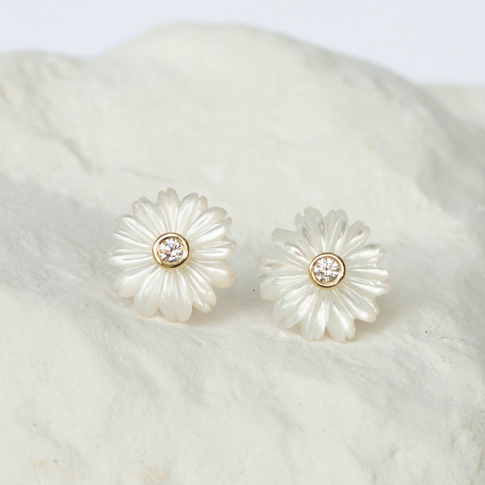 Petit Daisy earrings white mother of pearl MOP