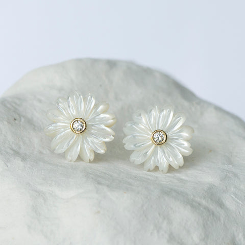 Daisy earrings white mother of pearl and yellow gold diamond set