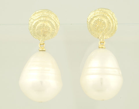 Sepia earrings 18kt gold with freshwater pearl drops