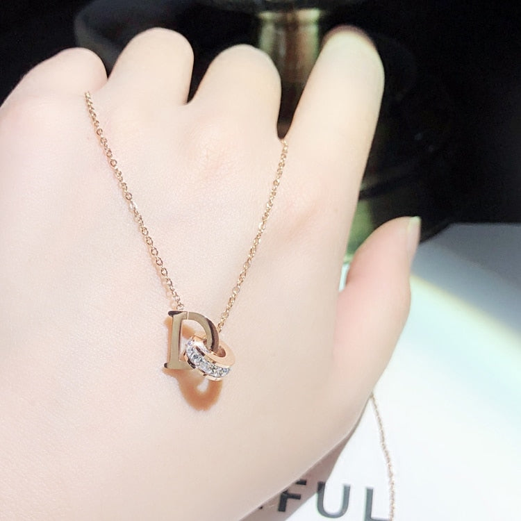 YUN RUO 2018 Rose Gold Color Fashion D Letter Zircon Pendant Necklace Titanium Steel Jewelry Woman  Gift Never Fade Top Quality