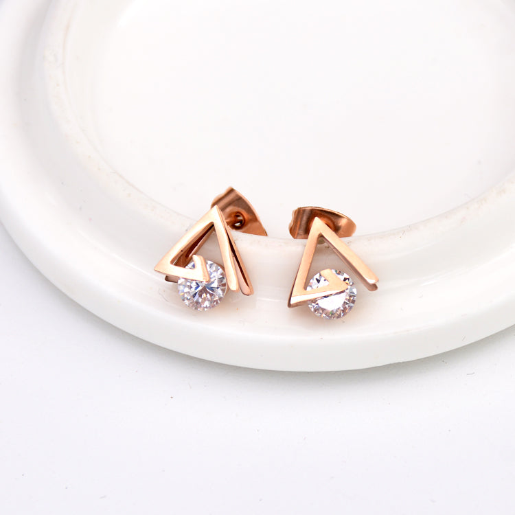 2017 YUN RUO Fashion Rose Gold Color AAA Zirconia Triangle Stud Earring for Woman Gift Not Allergy 316L Stainless Steel Jewelry