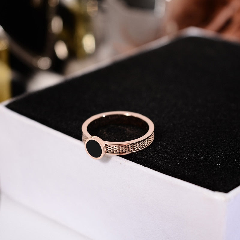 YUN RUO 2018 New Simple Black Round Ring Rose Gold Color Fashion Titanium Steel Jewelry Wedding Birthday Gift Woman Never Fade