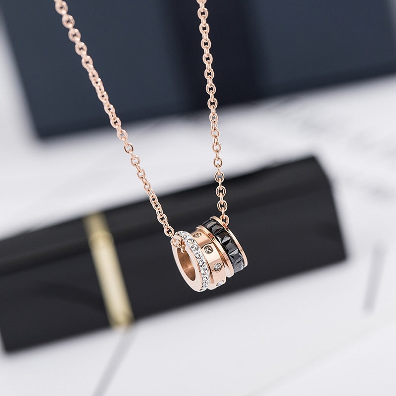 YUN RUO 2018 New Rose Gold Color Fashion Black White Crystal Round Pendant Necklace Titanium Steel Jewelry Woman Gift Never Fade