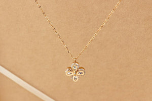 Luxury Zircon Flower Pendant Necklace Woman  Jewelry Gift Rose Gold Silver