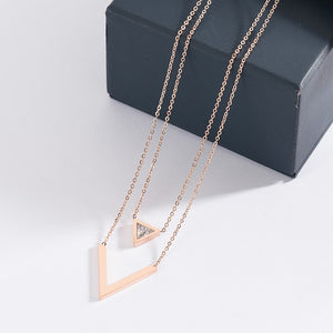 YUN RUO 2018 New Rose Gold Color Fashion Elegant V Letter Crystal Pendant Necklace Titanium Steel Jewelry Woman Gift Never Fade