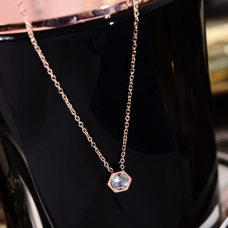 YUN RUO 2018 New Rose Gold Color Fashion Elegant Hexagon Crystal Pendant Necklace Titanium Steel Jewelry Woman Gift Never Fade