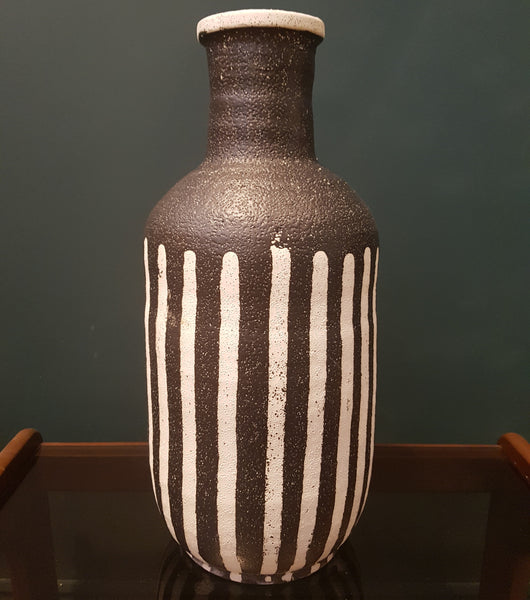 Monochrome Pottery Flower Vase